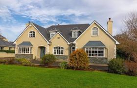 5-Star Killarney Family Home