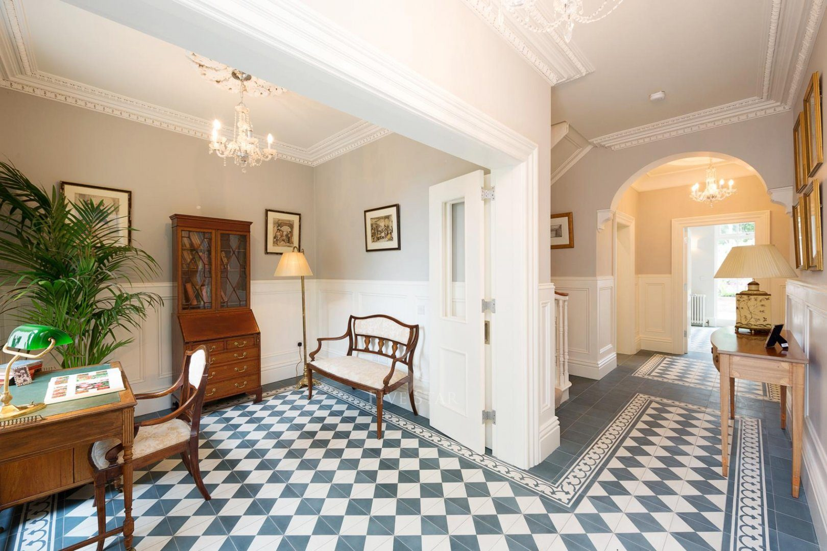 Lavish Period Residence photo 9