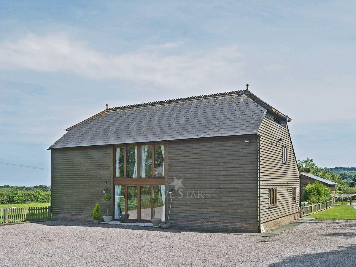 Saunders Oast Barn photo 1