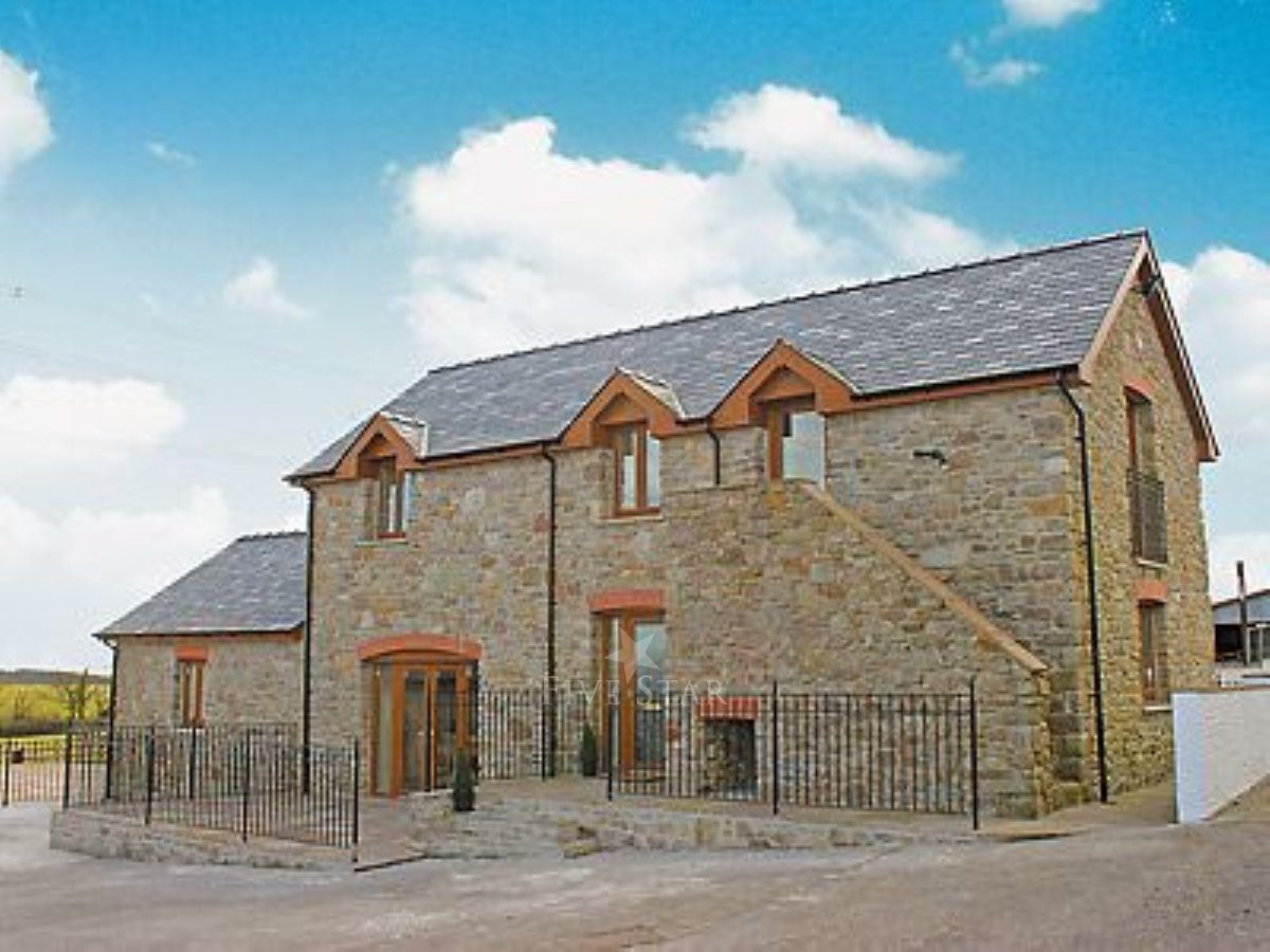 West Rose Barn 5 Star Self Catering Red Roses Nr