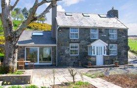 Photo of Owl Farmhouse Family Cottage