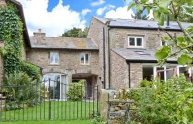 Photo of Spen House Pet-Friendly Cottage