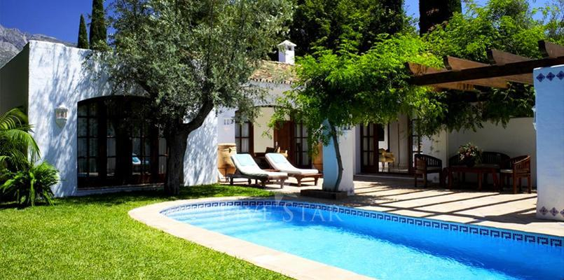 Two-Bedroom Villa - (150 m²) - With Patio, pool  & garden