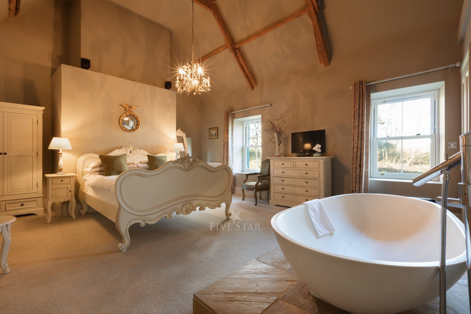 Cathedral Suite with 1700s beams & feature bathtub