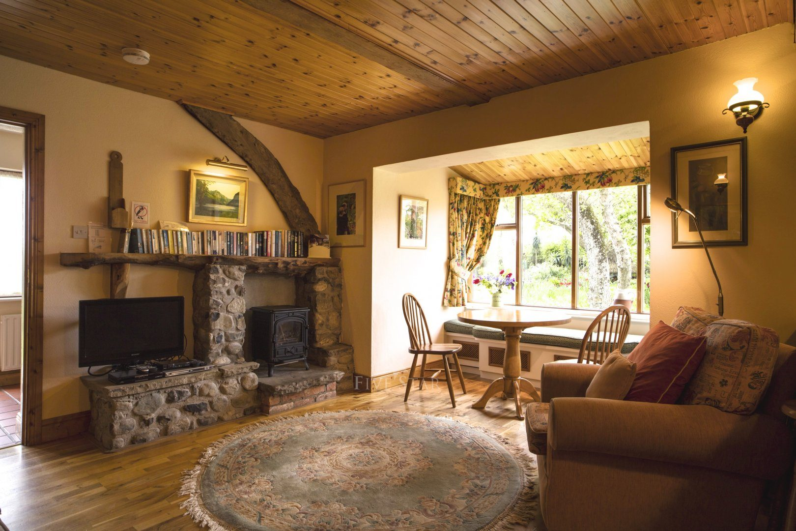 Garden Cottage ~ Lounge and Dining area