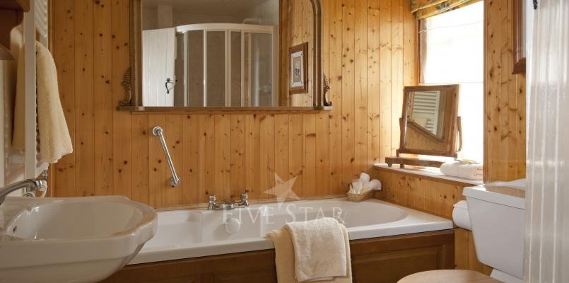 Honeymoon Cottage ~ Bathroom