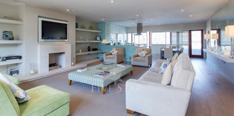 Luxury Modern Apartment photo 1