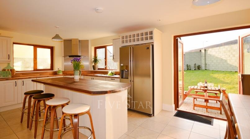 Ceann Scribe - Beautifully big 5 bedroom home in Dingle! photo 7