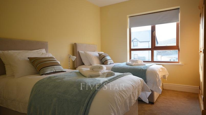 Ceann Scribe - Beautifully big 5 bedroom home in Dingle! photo 21