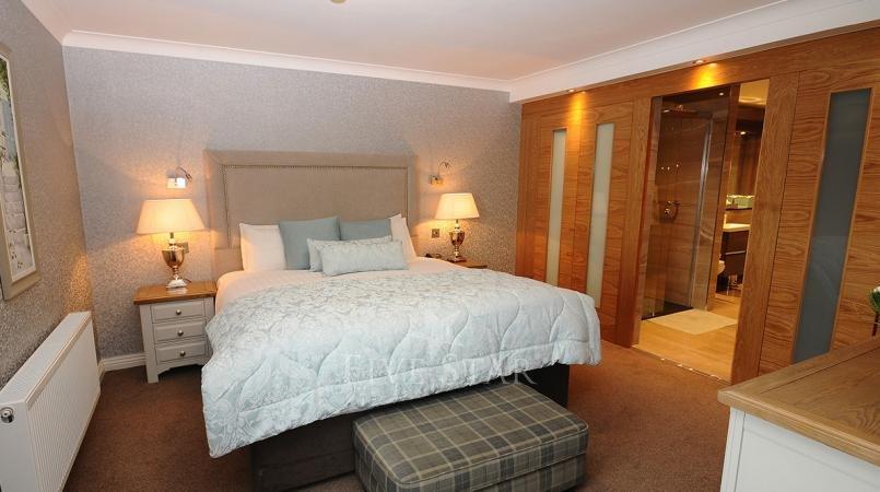 Luxury Hotel Suite photo 7