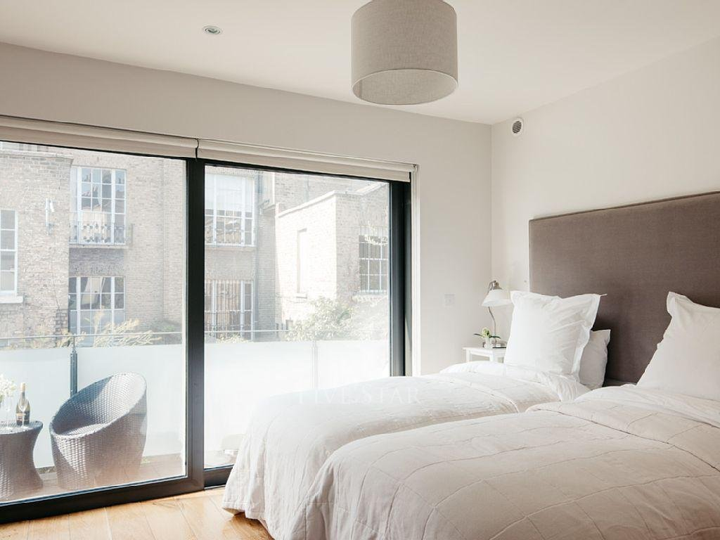 Deluxe Three Bed Mews photo 19