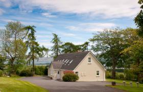Abhainn Ri Farmhouse & Cottages