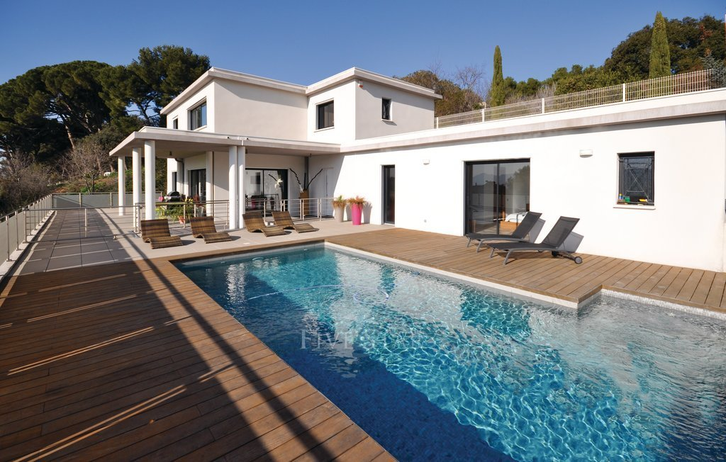 Holiday home marseille luxury villa in marseille france for Piscine tubulaire 1m20