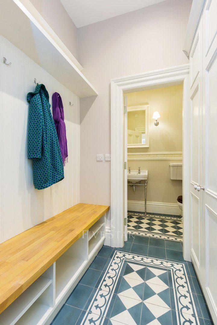 Lavish Period Residence photo 11