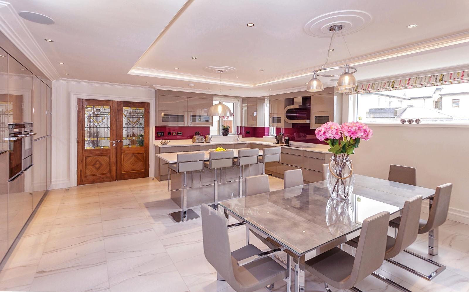 Luxquisite 5-Star Killarney Residence photo 12