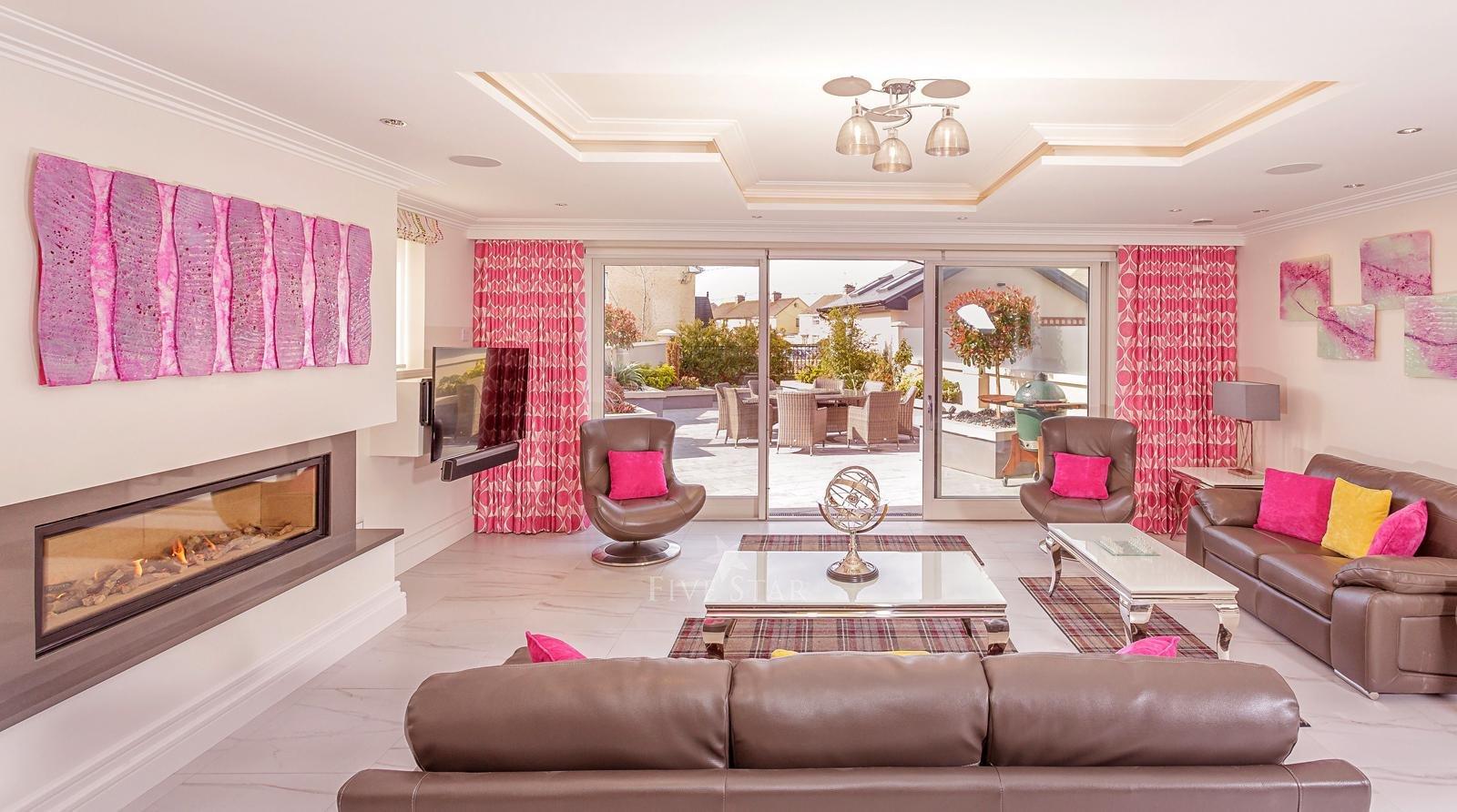 Luxquisite 5-Star Killarney Residence photo 17