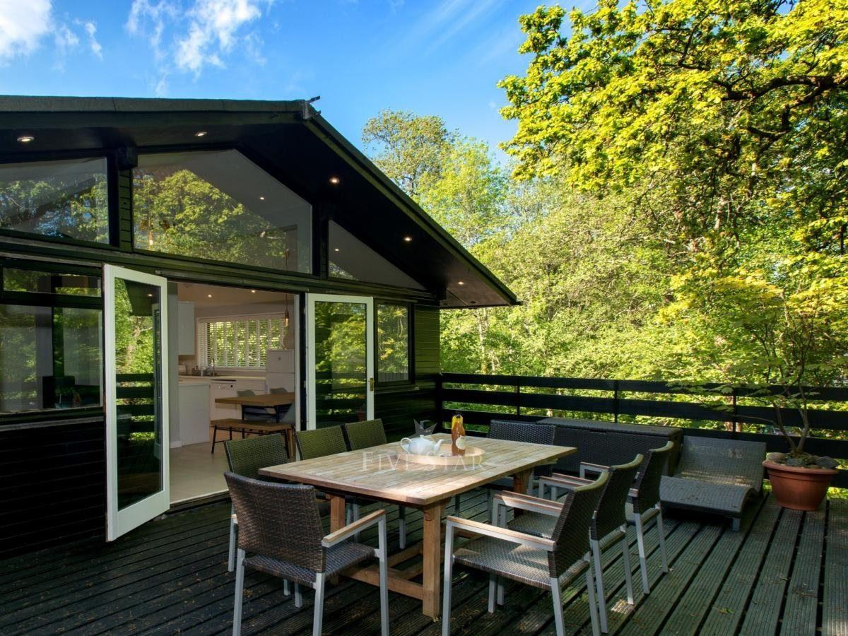Brockenhurst Log Cabin photo 1
