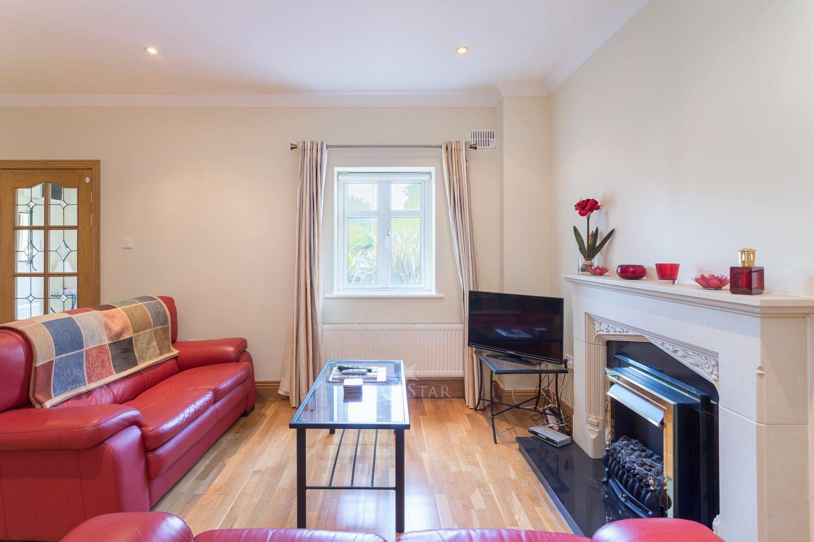 Lux Salthill Townhouse photo 7