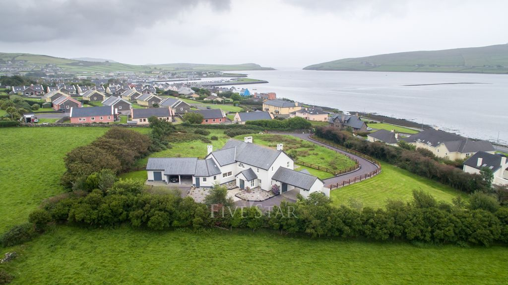 Luxury Dingle Town photo 2
