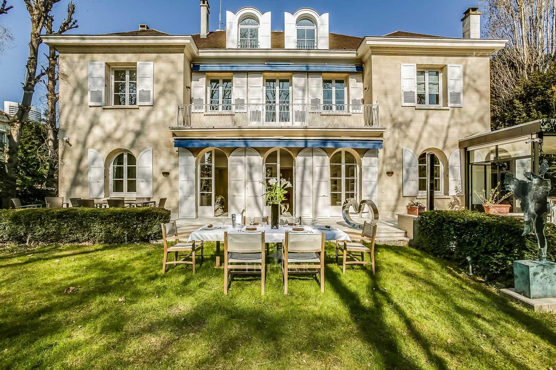 neuilly sur seine estate luxury villa in hauts de seine. Black Bedroom Furniture Sets. Home Design Ideas