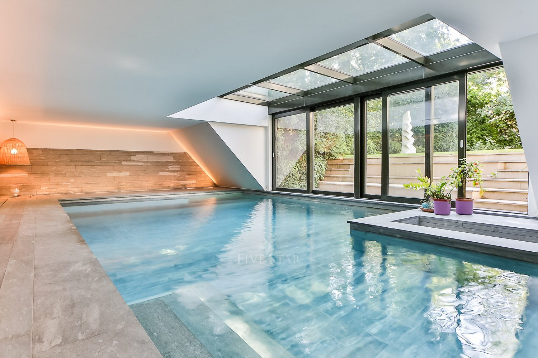 Charming Neuilly Sur Seine Estate