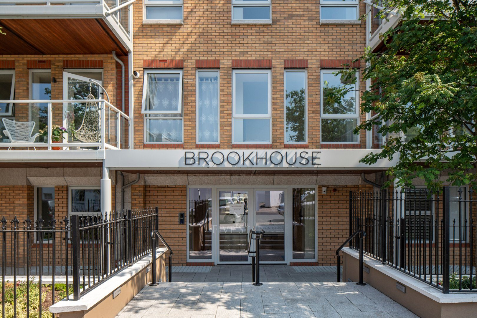 Brookhouse Apartment photo 3