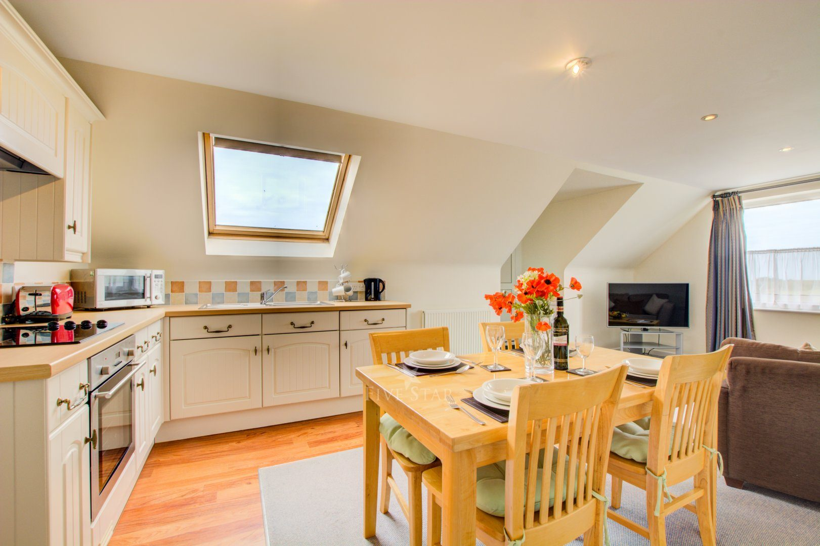 Merlin Apartment 1 | 5-Star Self-Catering Mawgan Porth ...