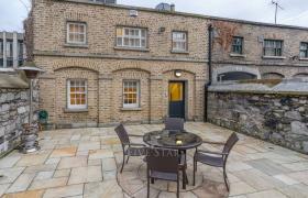 Pierse Brosnan House reviews