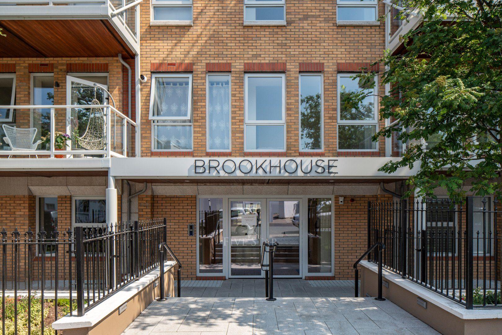 Brookhouse Apartment photo 3