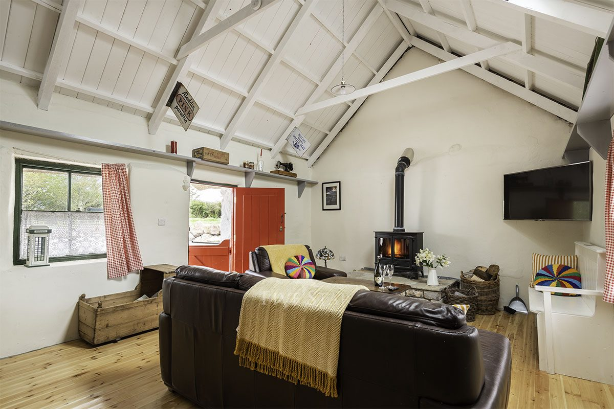 The Old House -  - A traditional thatch cottage steeped in histo photo 2