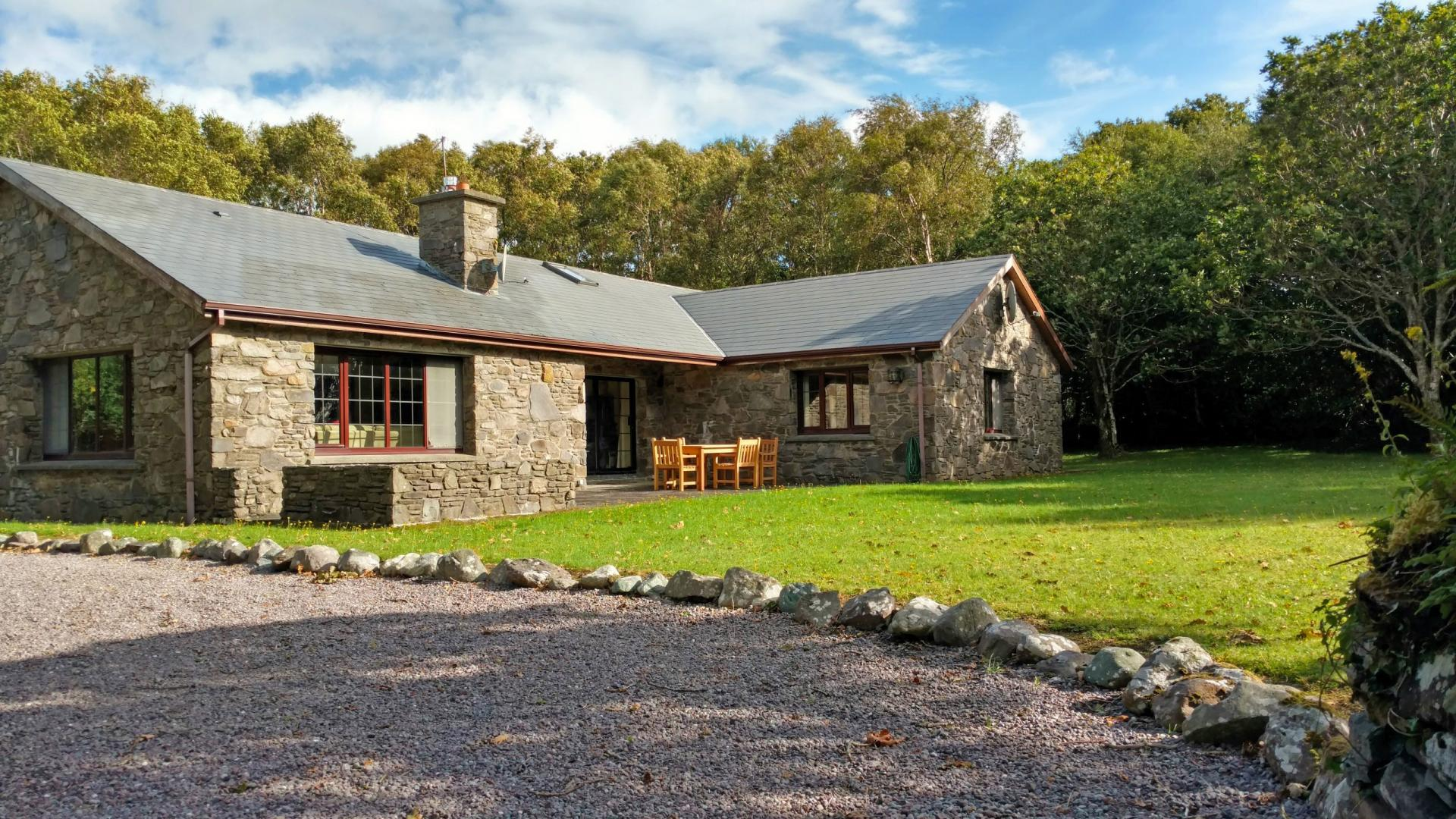 Salmon house - COSY LAKEFRONT HIDEAWAY photo 1